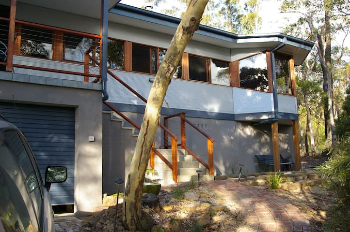 Quiet setting with valley views - Mount Victoria - Casa