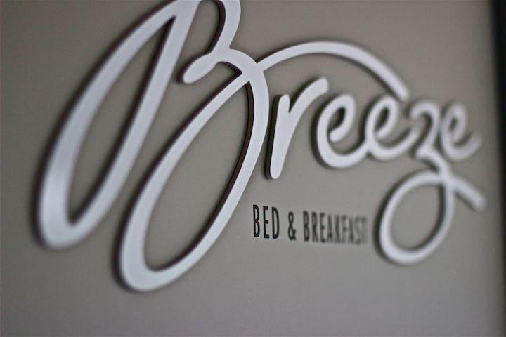 Breezebedandbreakfast, King & Queen - Bateau Bay - Bed & Breakfast