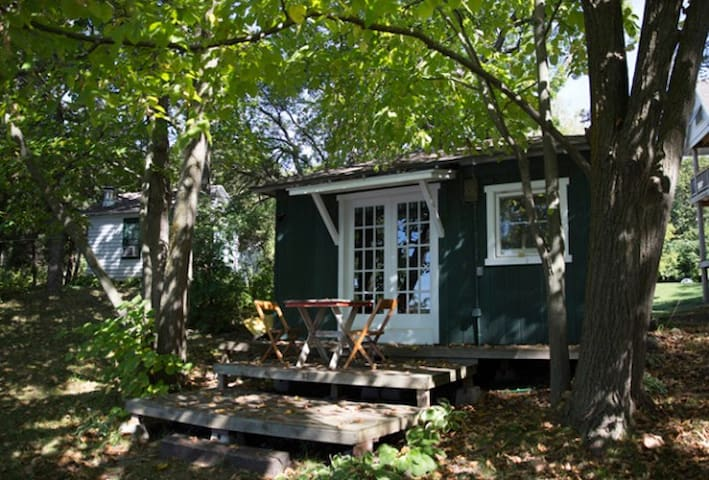 Two Side-By-Side Vintage Cabins - Elkhorn - Chatka