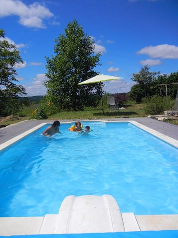 Private Magical Place To Be! Heated pool. - Sainte-Eulalie-d'Ans - Huis