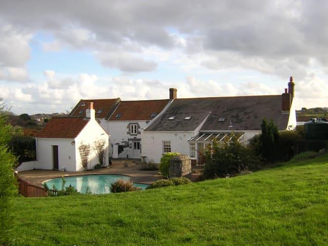 Old Guernsey Farmhouse - Saint Peter Port - Ev