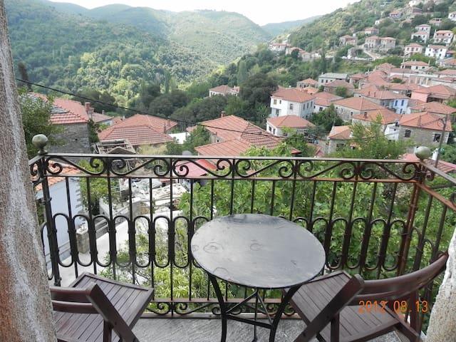 Splendid and calm Greek house - Promyri - Huis