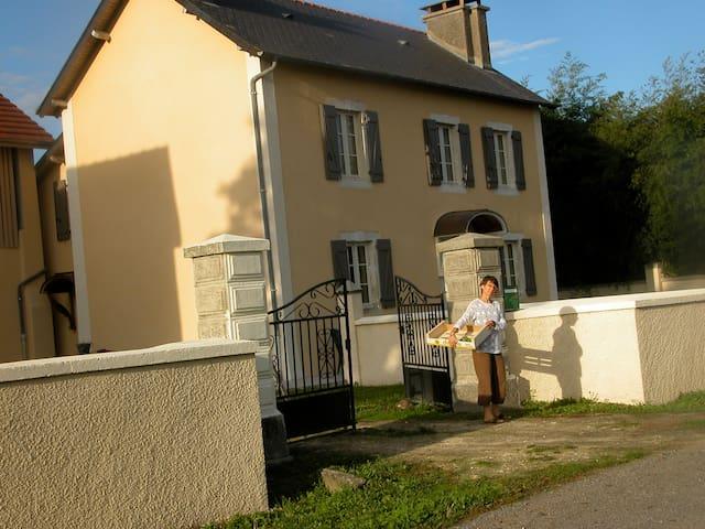 Maison de campagne coeur du Béarn - Uzein - Hus