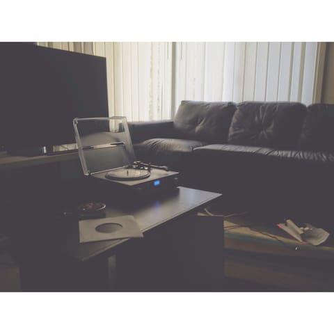 Girrawheen couch for rent! - Girrawheen - Huis