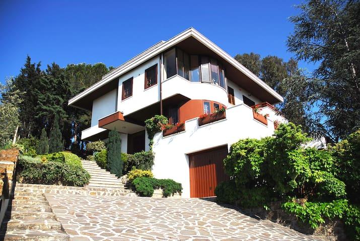 Mansarda con terrazzo panoramico - ペスカーラ - 別荘