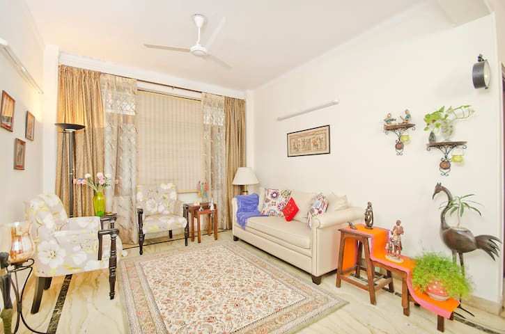 In Downtown Gurgaon - 200mtrs from Galleria Market - Gurgaon - Bungalow