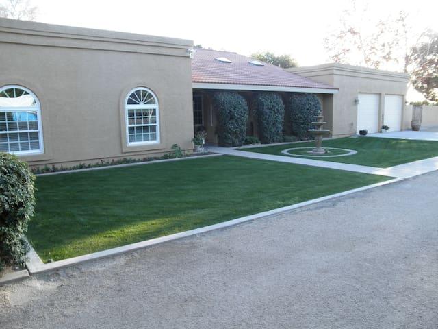 2 Acre Gated Property Sleeps 10 - Waddell - Hus