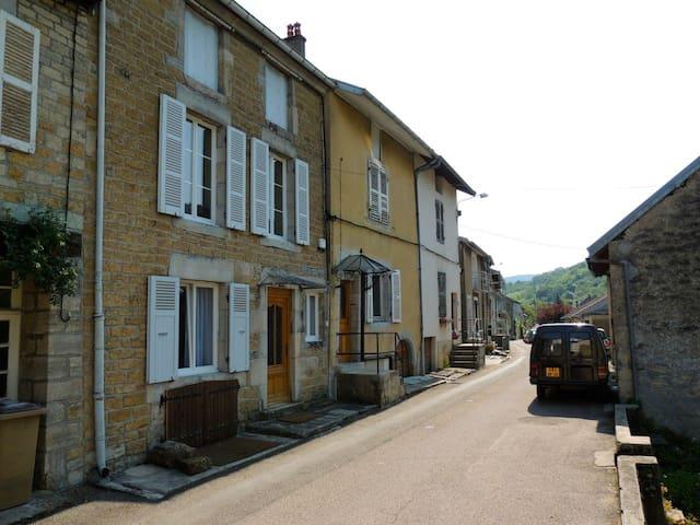 Moderne 3-sterren studio in Arbois - Arbois - Huis