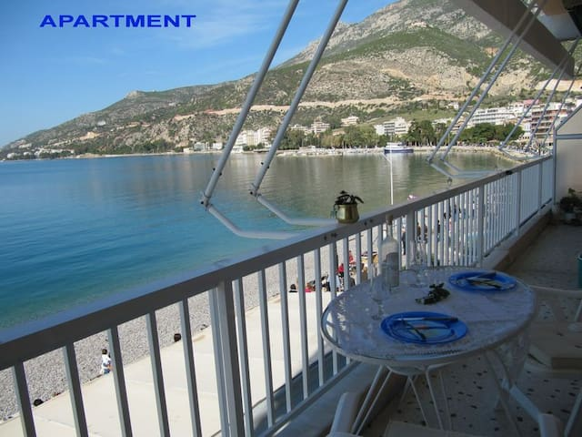BY THE BEACH  FLAT  WITH FULL  VIEW - Loutraki - Departamento