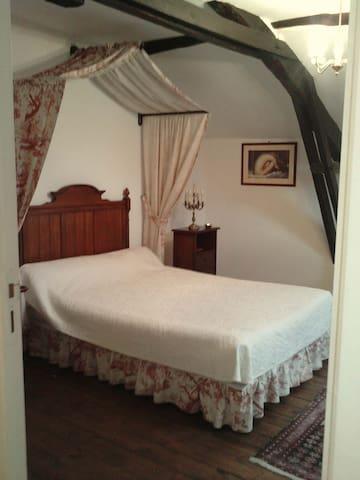 Chambre d'hôtes la romantique/Wifi  - Viviez - Bed & Breakfast
