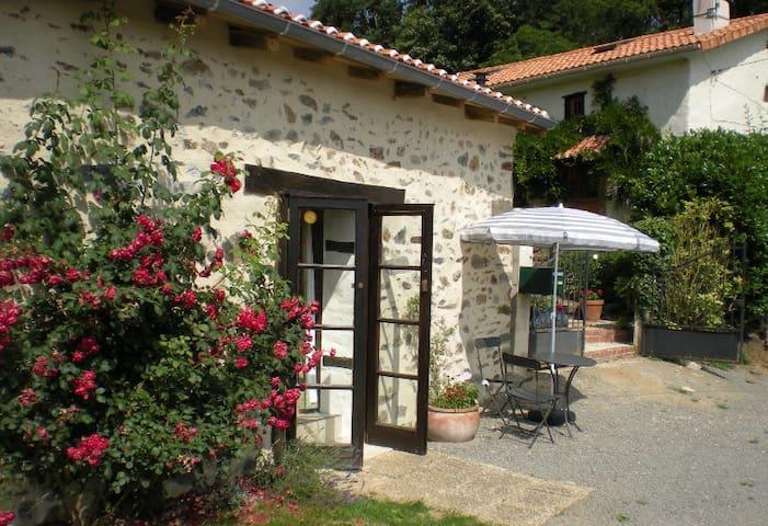 "The Rose Barn ""La Grange Aux Roses"" - Genouillac"