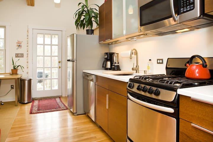 AFFORDABLE DC GET AWAY - Mount Rainier - 公寓