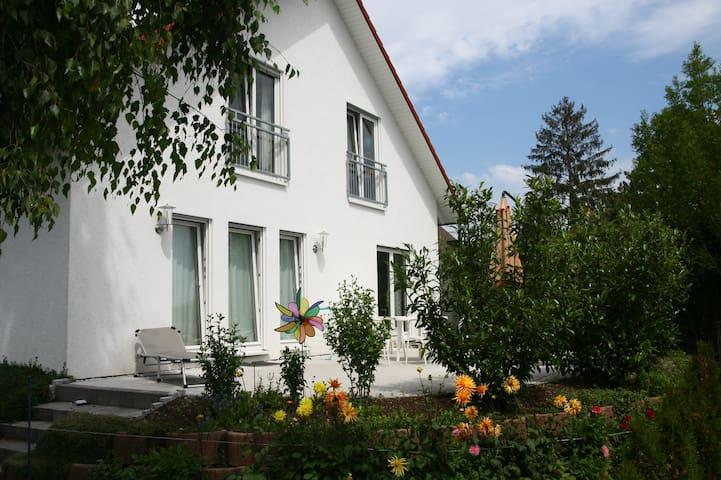 Haus in Konstanz,zentral und grün. - Констанц - Дом