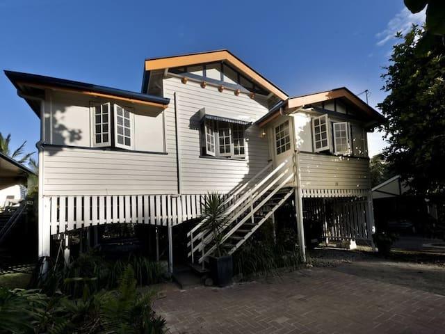 Cosy Double Room In Queenslander - Mooroobool - Casa