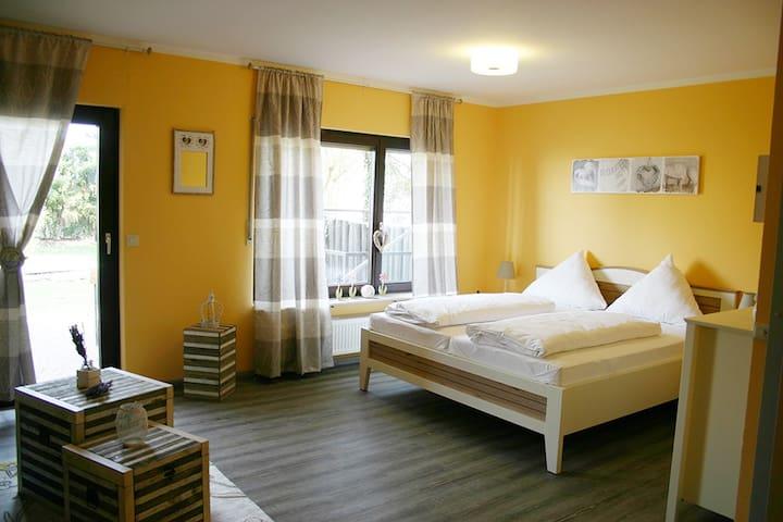 Gemütliche und neue Ferienwohnung - Grünstadt - Apartamento