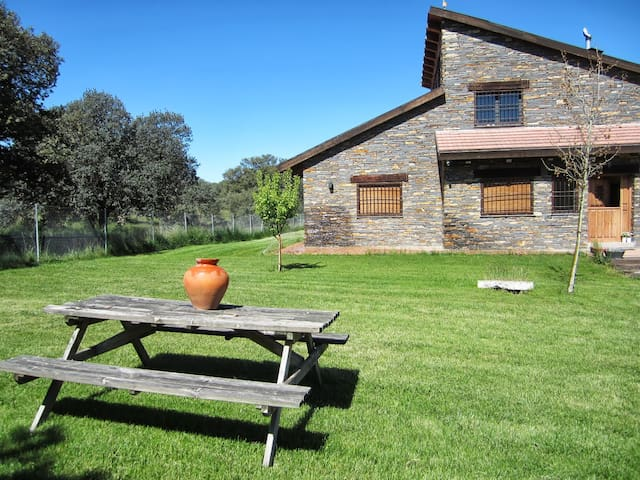 Country house with pool near Avila - Maello