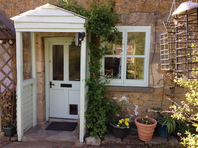 Charming 1820`s character terrace weavers cottage - Castle Cary - Huis