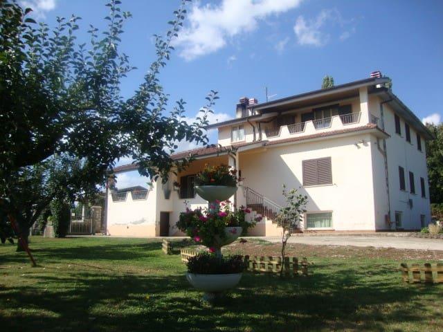 casa in collina con giardino - Valmontone - Huis