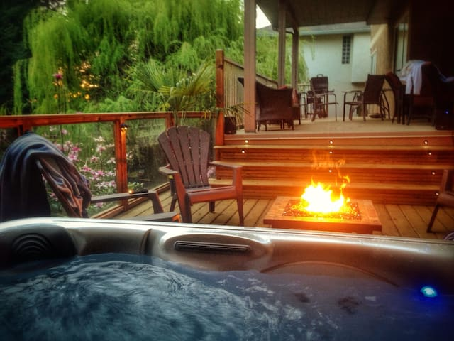 LARGE 2BR PRIVATE Apartment with **HOT TUB** - Abbotsford - Departamento