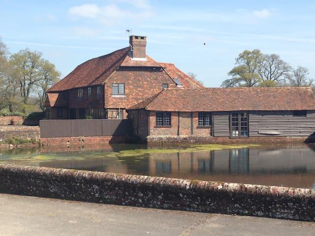 Charming Converted Surrey Barn  - Godalming - Casa