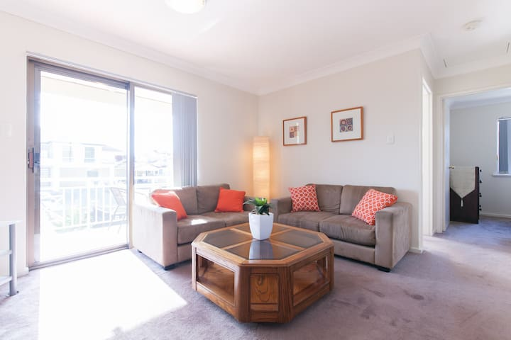 Fabulous Location Plus Peace and Quiet - South Perth - Appartement