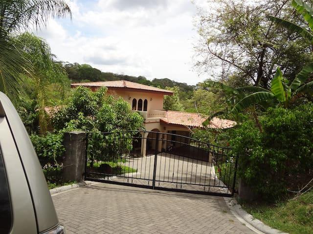 3 bdrm in Playa Panama/Hermosa area - Playa Hermosa/Playa Panama - Huis