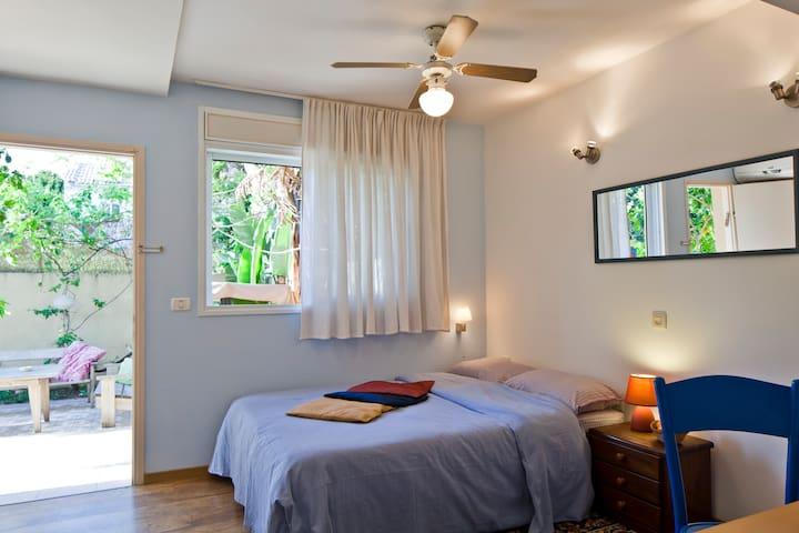 Sea side charming studio & garden - Hertzliya - Çatı Katı