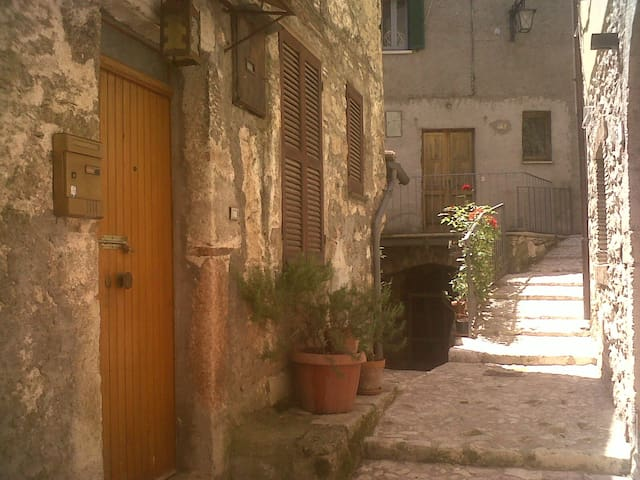 Low cost stay  in medioeval town - Stroncone - Leilighet