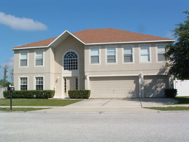 Bed/Bath in Orlando Pool/Spa House - Groveland - Talo