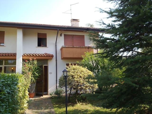 VILLETTA BIFAMILIARE AMMOBILIATA - Codroipo - Haus