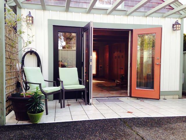 Macaulay Point Guest House - Esquimalt - Kulübe