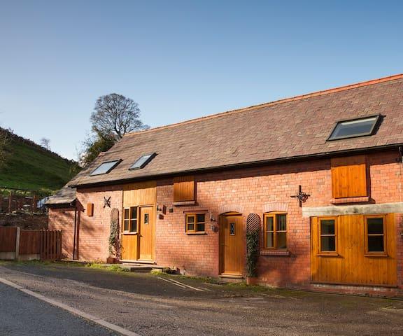 2 bed Barn Cottage - Stunning Views - Llangollen - Maison