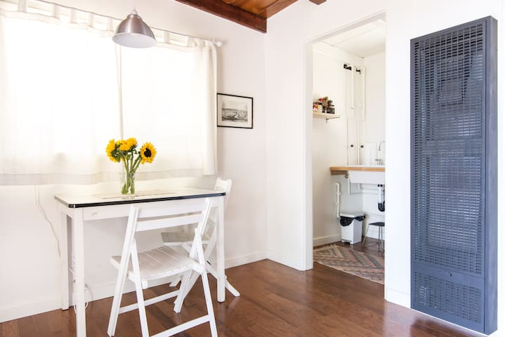 Bright Mid-Century Ranch Guesthouse - Los Angeles - Hus