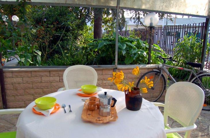 Monolocale con giardino(URL HIDDEN) - Serrano - Daire