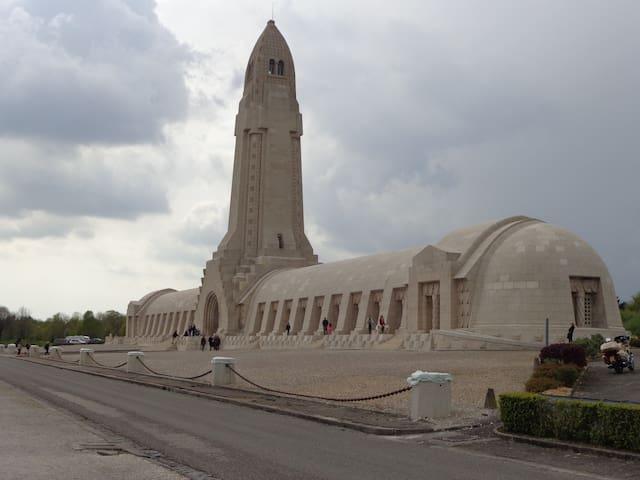 Verdun, Meuse  in de Lorraine - Sivry-sur-Meuse - Hus
