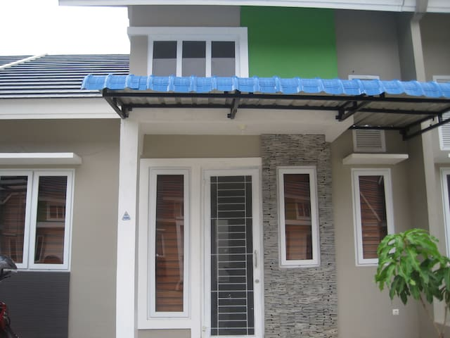 A suitable house for you - Medan - Haus