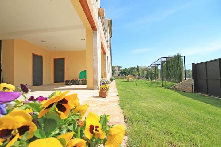 Townhouse with large garden - Sant Mori - Hus