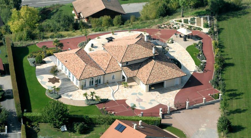 Luxurious Villa with amazing view - Lyaud - Villa
