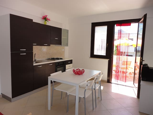 Casa nuova  x 4 posti ben rifinito - サンビートロカーポ - アパート