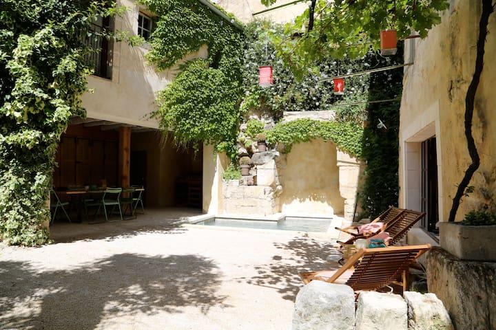 Apartment near avignon bikes garden & bathing pool - Boulbon - Hus
