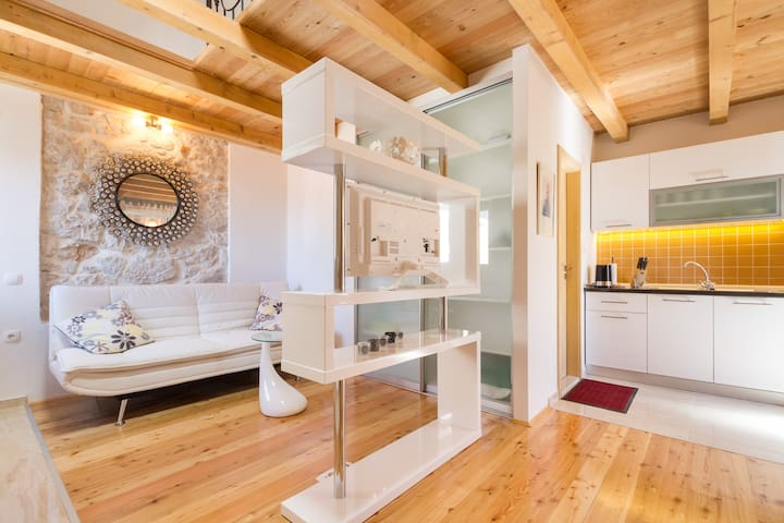 Deluxe apartment with sea view - Šibenik - Casa