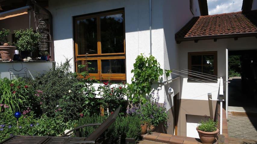 Nettes Atelier-Zimmer in  Teningen  - Teningen - Aamiaismajoitus