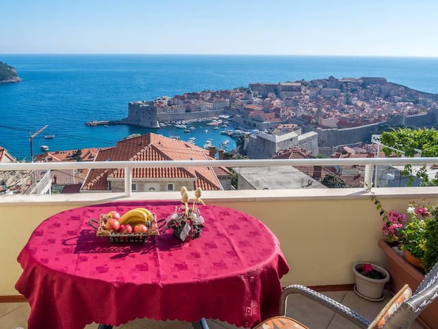 """Bedroom""""A"""" with a sea view Old town - Dubrovnik - Bed & Breakfast"""
