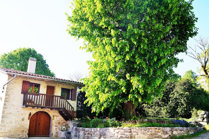 Maison Atypique au Calme - Ceignes - Hus