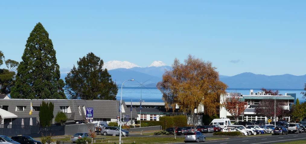 Short Walk To Town, Great Views - Taupo - Dom