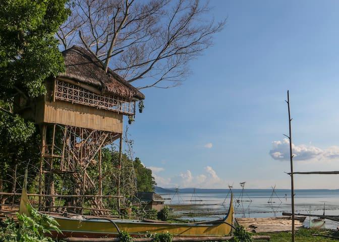 Treehouse by Taal Lake (Kapusod) - Mataasnakahoy, Batangas - Huis