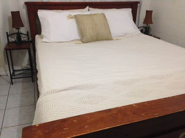 Entire Downstairs Unit + FREE WIFI - Mount Louisa - Hus