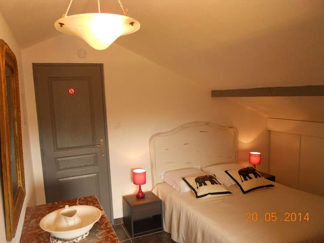 """Chambre d'hotes """"Campanules"""" - Hoéville - Bed & Breakfast"""