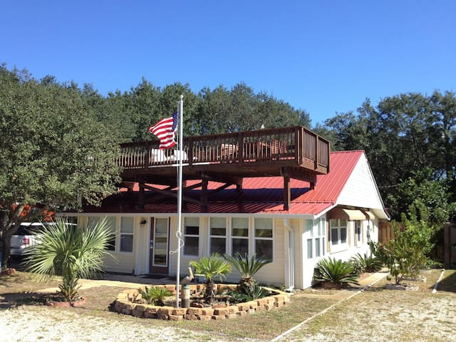 All Decked Out -Renovated-Gulf Views-Rooftop Deck! - Mexico Beach