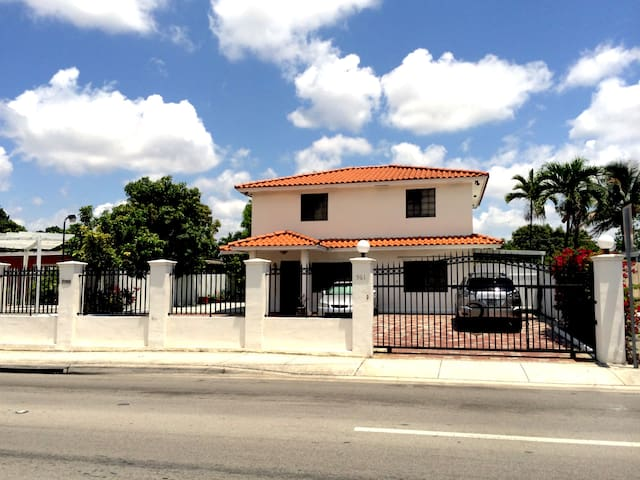 $65 MIAMI. ENTIRE PRIVATE HOME - Miami - Hus